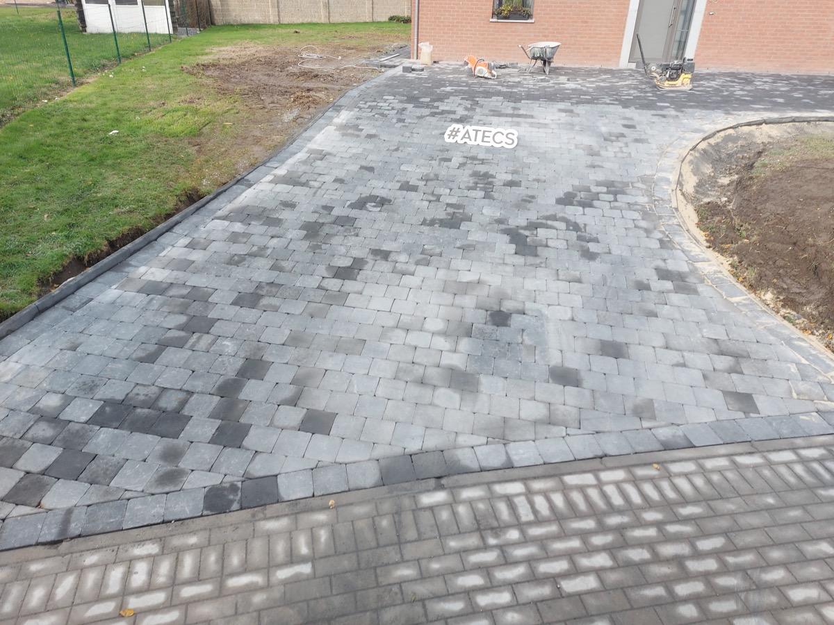 Pavage en pierre bleue pour terrasse et allée de garage